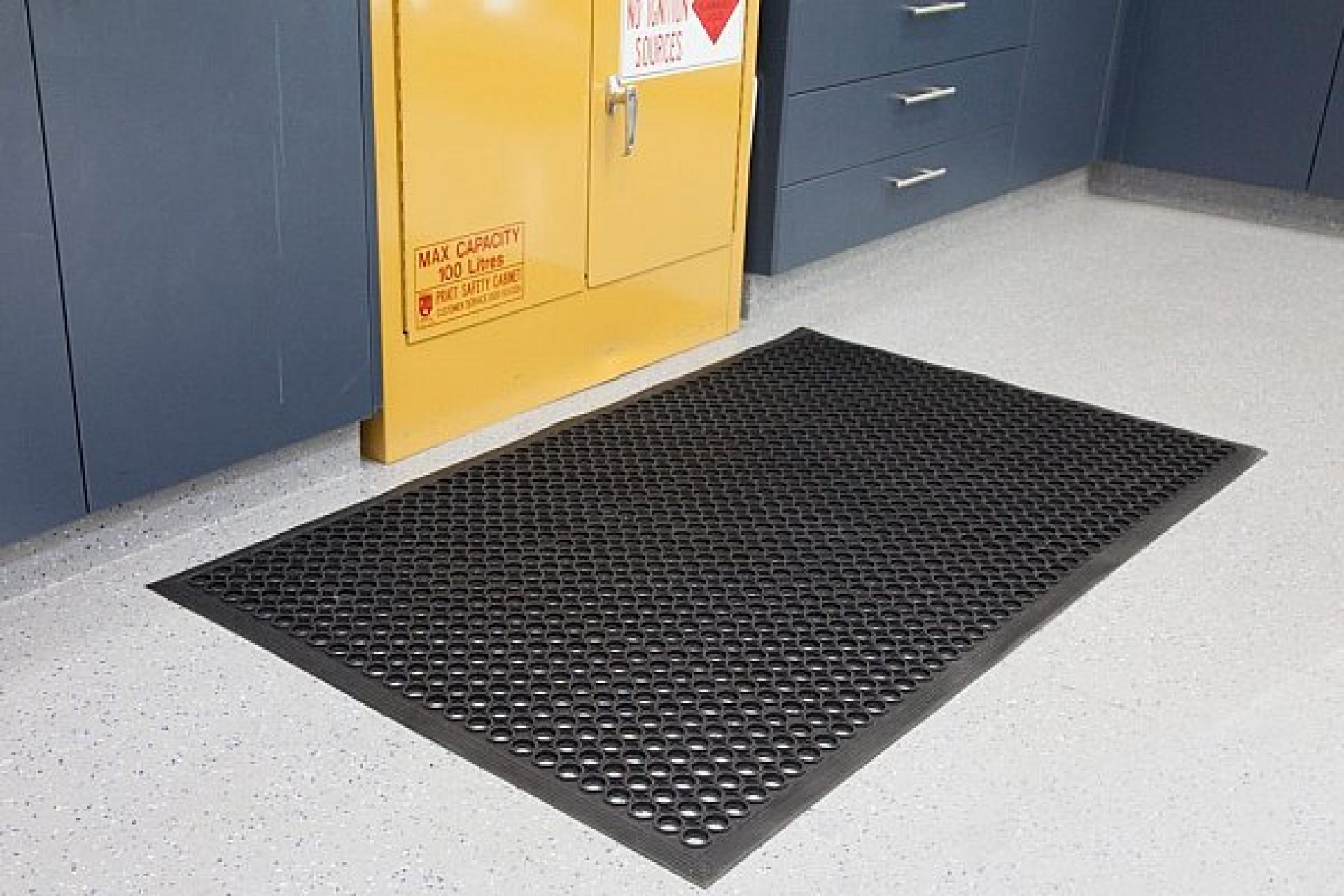 rubber hole matting
